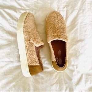 BRAND NEW IN BOX Toms Faux Shearling Slip-Ons